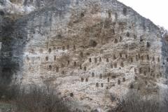 Тракийски ниши на скалата Кован кая, до с. Долно Черковище.
