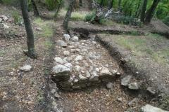 """Част от крепостната стена в местността """"Глухите камъни""""."""